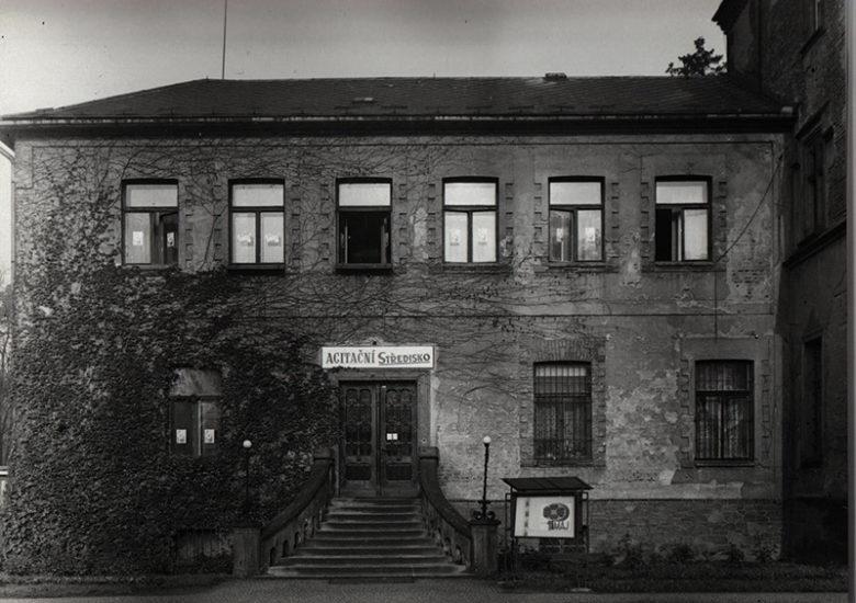 Z Larischovy vily Agitační středisko
